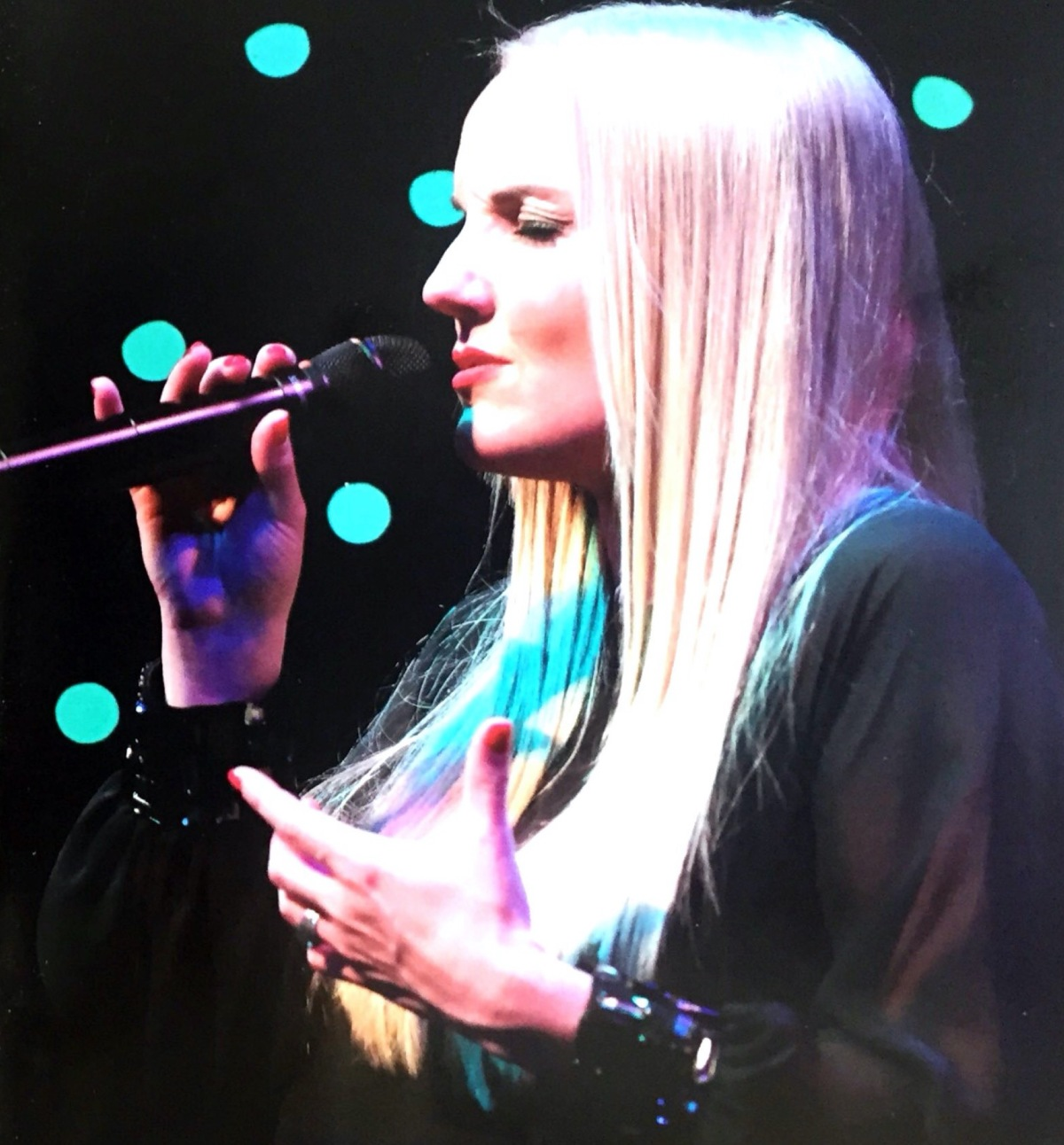Kerry Ellis Reviews – Anthems & Candlelight Concerts